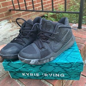 I am selling Kyrie 3